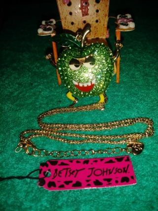 ❤✨❤✨❤️BRAND NEW BETSEY JOHNSON® KAWAII RHINESTONE DANCING GREEN APPLE NECKLACE❤✨❤✨❤