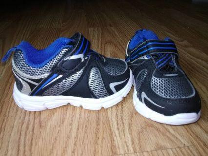 LIKE NEW! Garanimals Baby Boys Lightweight Athletic Sneakers