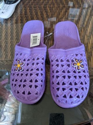 Slip on pool shoes