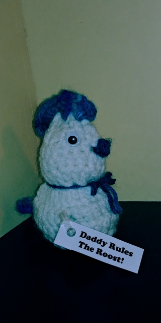 "Crochet Chicken (B-7625) White/Blue Verigated -- ""Daddy Rules the Roost!"""