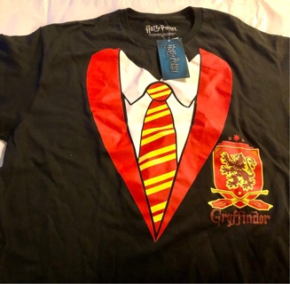 """Brand New: Black, Size L """"HARRY POTTER: Gryffindor Crest"""" Costume Tee Shirt. Great For Halloween !"""