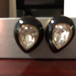Classic earrings .