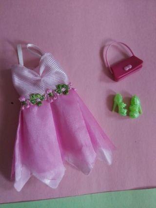Barbie clothes (lot c)