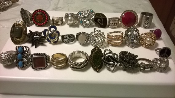 Lot of 30 Costume Fashion Rings