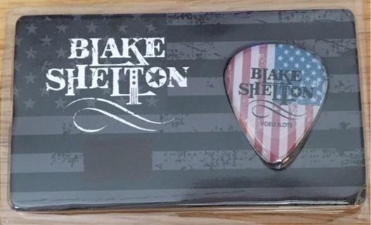 Blake Shelton Guitar Pic!!