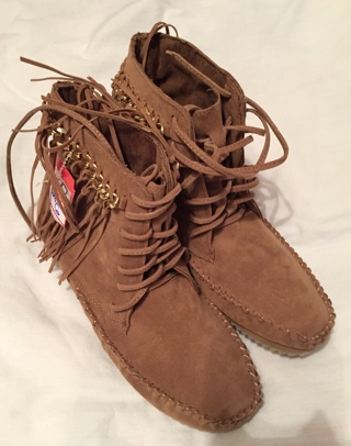 New Moccasin Type Boot/Shoes Size 6