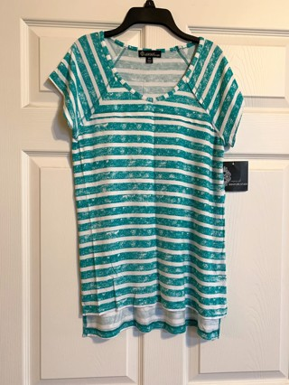 BNWT Signature Studio Green White Striped Short Sleeve Top - Size M