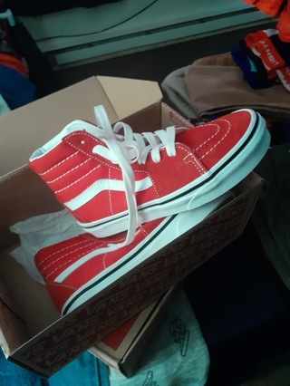 Brand New Vans- BOYS-RED-SIZE 1