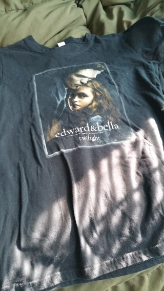twlight edward and bella large t shirt  great condtition  not worn out
