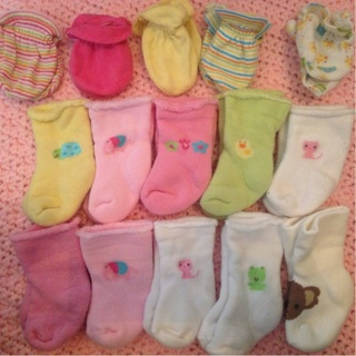 Baby Girl Outfits, 0-3 Month, 3 Month, And 3-6 Month + Some Socks And Mittens