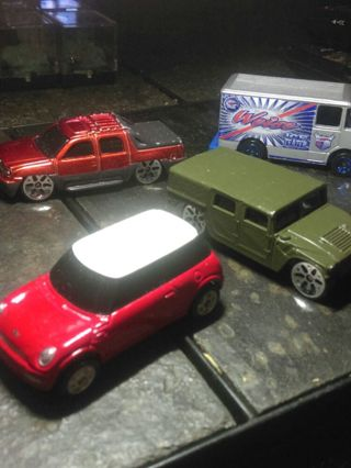 Lot of 5 replica toy cars 4 Maisto & 1 hotwheel