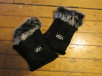Pre Owned Authentic UGG Fingerless Rabbit Fur Trimmed Gloves