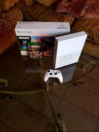 XBox One S White 1TB Console With 1 Controller + Plus 1 Game, Like New Conditions, Read Below!