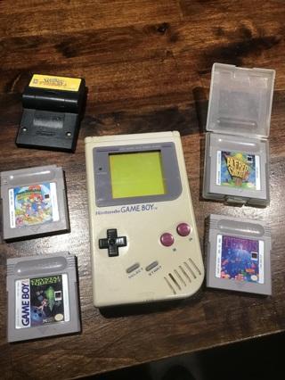 Vintage Nintendo Original Gameboy Plus 5 games