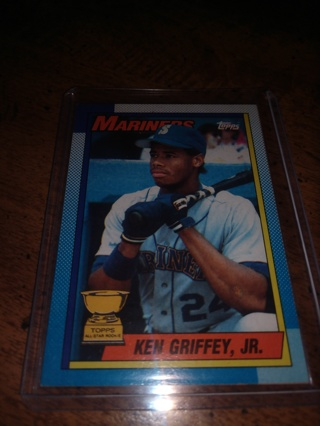 2 Card lot 1990 baseball Ken Griffey jr. Both second-year cards ,Seattle Mariners
