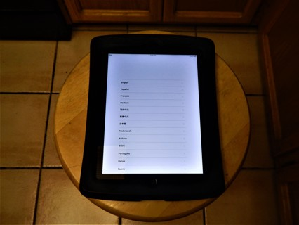 IPAD 2 WITH PROTECTIVE BACK COVER - FREE SHIPPING