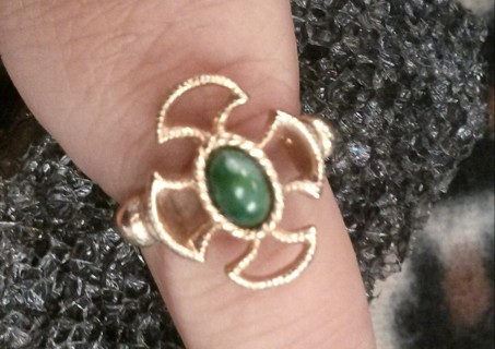 """Vintage 1973 """"Baroness"""" Ring Size 6 1/2 7 7 1/2"""
