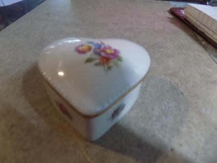 Vintage Ceramic heart shaped trinketbox trimmed in gold