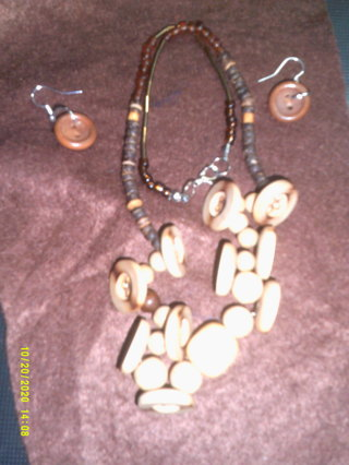 HANDMADE WOODEN NECKLACE & EARRINGS