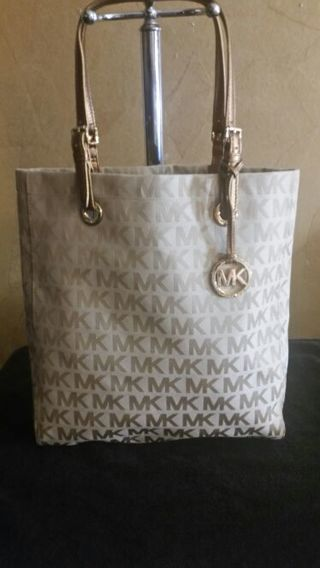 ☆☆☆☆☆ OMG NO GIN HURRY UP BID SEE WHAT I ADD NEXT ,Brand new with tag Michael kors jet set tote