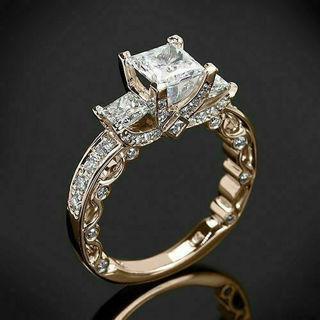 [GIN FOR FREE SHIPPING] Princess Cut White Topaz 18K Yellow Gold Ring