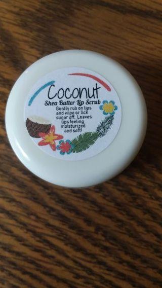 Coconut lip sugar scrub