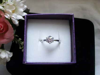 ✿¨*:•..Stunning Silver and CZ Ring *7* ¨*:•..✿