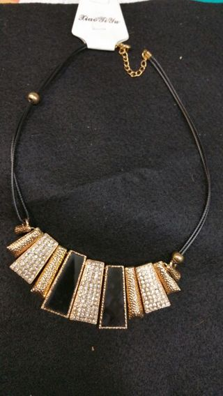 GORGEOUS BLACK & GOLD NECKLACE (FREE SHIP )