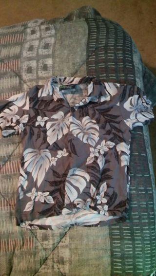 Size 4T boys Hawaiian button up shirt