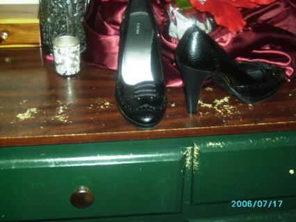 black dress heels size 8 in half