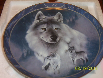 "Wolf Plate ""spirit of the wilderness"""