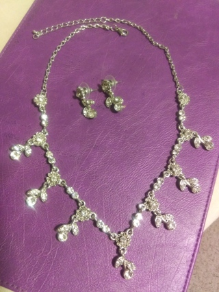 New! Beautiful floral crystal rhinestone necklace and earrings