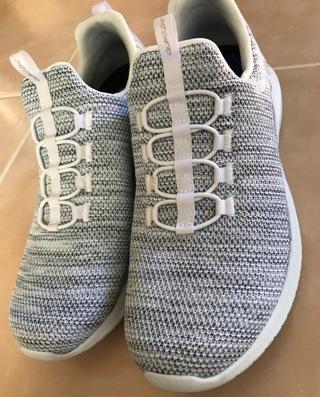 Sketchers 8.5 Women's Air Cooled Memory Foam Walking Shoes Slip-on Sneakers Gently used