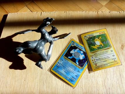 2 Pokemon Game cards 1999 Holo Raichu Poliwrath foil gerbil frog + toy