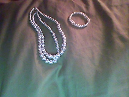 Claire's Pearl necklace and bracelet