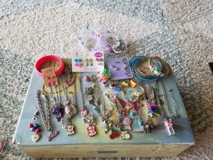 Huge child/teen jewelry lot, ☆☆☆WOW!!☆☆☆ Look at all this great jewelry