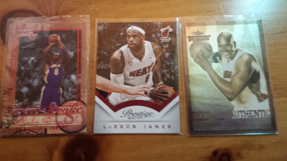 Lot of 225 Basketball cards