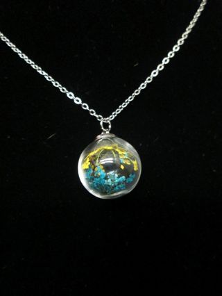 nwot silver toned glass globe necklace