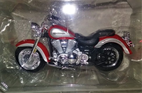 "Maisto Yamaha Knuckelhead plastic detailed motorcycle - 5"" long - in original plastic packaging"