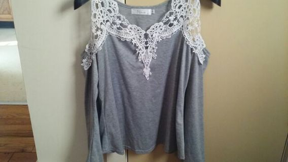 Gray white women's cold shoulder top new M bell sleeves, hippy.