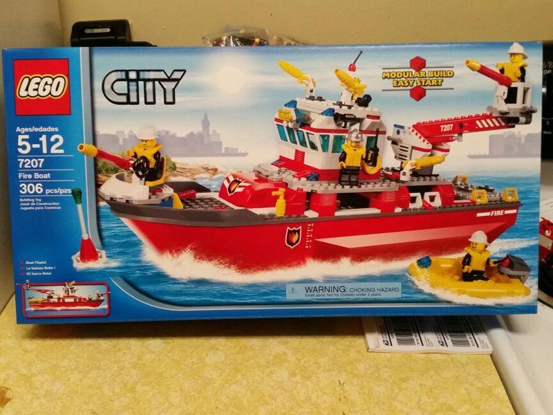 Free Lego City Fire Ship 7207 306 Pieces Rare Discontinued