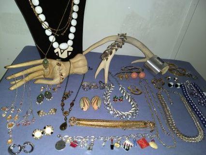 High End**Vintage/Modern**40 Piece Jewelry Lot**Signed-Napier, Monet, SC, Avon hi., etc**Free Ship**