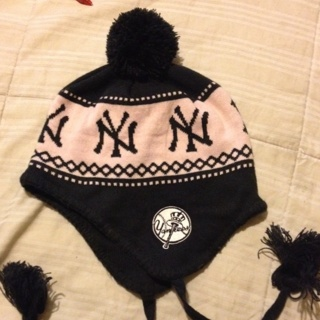 Free  WOMENS NEW YORK YANKEES WINTER HAT WITH POM POMS -PINK   NAVY ... f433541df