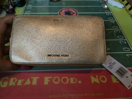 Brand New with tags Michael Kors makeup case retails for 98.00 added Pic of extra goody