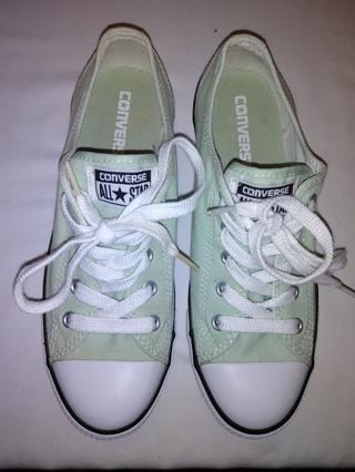 Women's Converse Low Top Sneakers Size 7