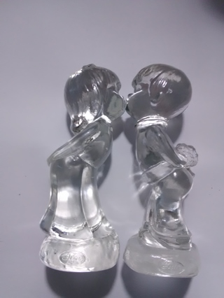 Pair of Fenton Kissing Children