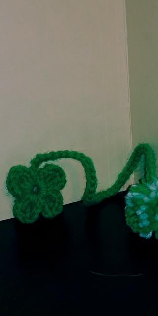 Crochet 4-leaf Clover Bookmark ( B-7551) Grass Green/White