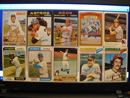 Lot of (10) Vintage Topps Baseball Cards 1970-1977 w/ Stars & HOFers - READ