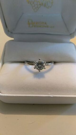 SALE!!!!!!!! Gorgeous 925 Zircon Ring Size 7.5