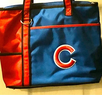 EUC Authentic MLB / Chicago Cubs Bag! Several Pockets Inside and Out. Zippered Close. Various Uses